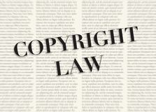 Słowo COPYRIGHT pisać i podkreślający przed zamazanymi tekst kolumnami na tle jasnożółty kolor ilustracja wektor
