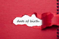 Słowo data urodzenia pojawiać się za poszarpanym papierem Zdjęcia Royalty Free