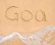 Słowo Goa pisać w piasku na plaży obraz stock