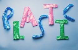 Słowo klingeryt pisać z plastikowymi workami Zdjęcia Stock