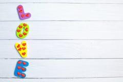 Słowo miłość na drewnianym tła zbliżeniu Pojęcie dla walentynka dnia tła zdjęcia stock
