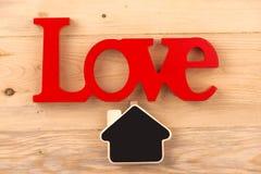 Słowo miłość na starych drewnianych deskach Obraz Royalty Free