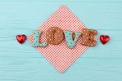 Słowo miłość od ciastek i czekolady zdjęcia royalty free