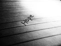 Słowo nadzieja pisać na papierze obraz royalty free