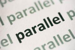 Słowo paralela drukująca na papierowy makro- fotografia royalty free