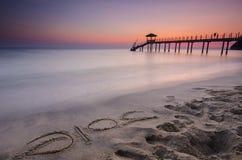 2016 słowo pisać na piasku i sylwetce rybak chałupa du Fotografia Stock