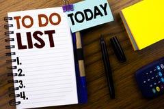 Słowo, pisze Robić listy Biznesowemu pojęciu dla planu Spisuje Remider pisać na książkowym nutowym papierze na drewnianym tle Z d Obraz Stock