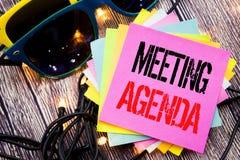 Słowo, pisze spotkanie agendzie Biznesowy pojęcie dla Biznesowego rozkładu planu pisać na kleistej notatce z kopii przestrzenią n Fotografia Royalty Free
