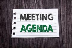 Słowo, pisze spotkanie agendzie Biznesowy pojęcie dla Biznesowego rozkładu planu pisać na kleistym nutowym papierze na ciemnym dr Zdjęcia Stock