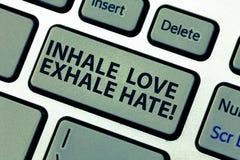 Słowo pisze tekscie Wdycha miłości Exhale nienawiść Biznesowy pojęcie dla pozytywu no jest pełno ansa Relaksuje Klawiaturowego kl obraz royalty free