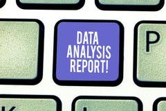 Słowo pisze tekstów dane analizy raporcie Biznesowy pojęcie dla informacji o procesie oceniać dane Klawiaturowego klucz zdjęcia stock
