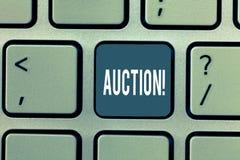 Słowo pisze tekst aukcji Biznesowy pojęcie dla Jawnej sprzedaży towarów lub własność sprzedawaliśmy wysokiego licytanta zakup fotografia stock