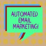 Słowo pisze tekst Automatyzującym emaila marketingu Biznesowy pojęcie dla emaila wysyłał automatycznie lista pokazywać stertę royalty ilustracja