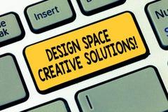 Słowo pisze teksta projekta przestrzeni Kreatywnie rozwiązaniach Biznesowy pojęcie dla twórczość pomysłów nowatorskich wymyśleń K royalty ilustracja