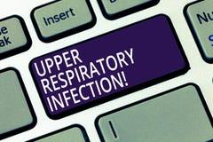 Słowo pisze tekstowi Górnej Oddechowej infekcji Biznesowy pojęcie dla illnesses powodować ostrej infekcji Klawiaturowym kluczem obraz stock