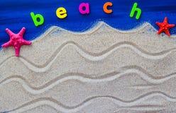 Słowo plaża kłaść piasek Zdjęcia Royalty Free