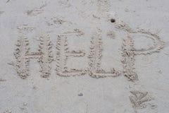 Słowo pomoc pisze na plaży fotografia stock