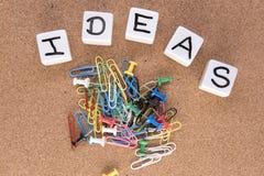Słowo pomysły z paperclips i desek szpilkami Zdjęcia Stock
