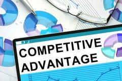 Słowo przewaga konkurencyjna na pastylce zdjęcie stock