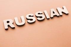 Słowo rosjanin na beżowym tle zdjęcie royalty free