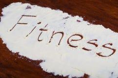 Słowo sprawność fizyczna pisać w stevia proszku na drewnianym tle Zdjęcia Stock