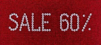 Słowo sprzedaż zrobi rhinestones krystaliczny kolor na czerwonym kanwa plecy Obraz Stock