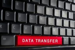 Słowo transfer danych na guziku komputerowa klawiatura Płytki DOF Obraz Royalty Free