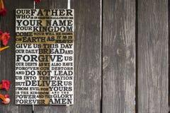 Słowo władyki ` s modlitwa na starej wietrzejącej drewnianej desce w fotografia stock