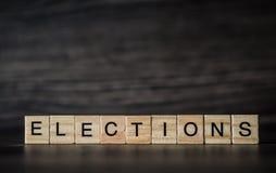 Słowo wybory, składać się z lekcy drewniani kwadratowi panel dalej zdjęcie stock
