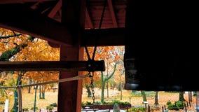 Słucha resonansu Japoński świątynny dzwon i huku Ten dzwon jest w Duluth, MN zbiory wideo