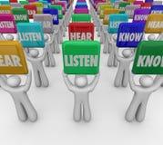 Słucha Słucha Znać ludzi uczni Trzyma znaki Uczy się Understa ilustracja wektor