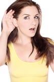 słuchająca ładna kobieta Zdjęcie Royalty Free