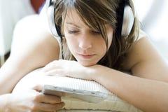 słuchająca muzyka Obraz Stock