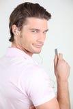 słuchającego mężczyzna muzyczny portret Zdjęcie Stock