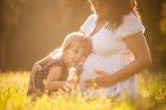 Słuchający dziecko zdjęcie royalty free