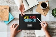 Słuchamy, zatrudnienie, rekrutacja, HR zarządzania pojęcie na przyrządu ekranie fotografia stock