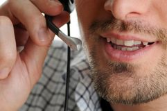 słuchawki życzliwy mężczyzna Fotografia Stock