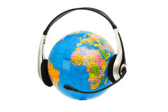 Słuchawki na kuli ziemskiej odizolowywającej Obrazy Royalty Free