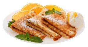 Słuzyć bliny z lody i pomarańcze plasterkami na talerzu zdjęcia stock