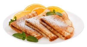 Słuzyć bliny z pomarańczowymi plasterkami na talerzu zdjęcie stock