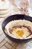 słuzyć hummus chlebowy pita Fotografia Stock