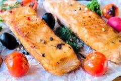 Słuzyć salamon przepasuje zdjęcie royalty free