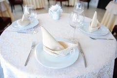 Słuzyć stół w restauraci dla trzy persons Obraz Stock