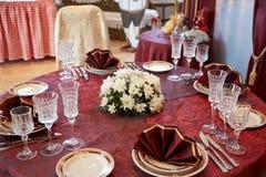 Słuzyć stoły w restauraci zdjęcie stock