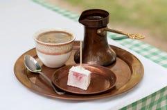 Słuzyć turecka kawa Obrazy Royalty Free