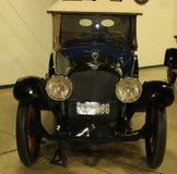 1900's式样黑赤褐色古色古香的车 免版税库存图片