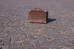 30 ` s手提箱的葡萄酒手提箱衬托 图库摄影