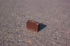 30 ` s手提箱的葡萄酒手提箱衬托 库存照片