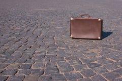 30 ` s手提箱的葡萄酒手提箱衬托 免版税库存图片