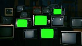 80S有绿色屏幕的电视 蓝色钢口气 影视素材